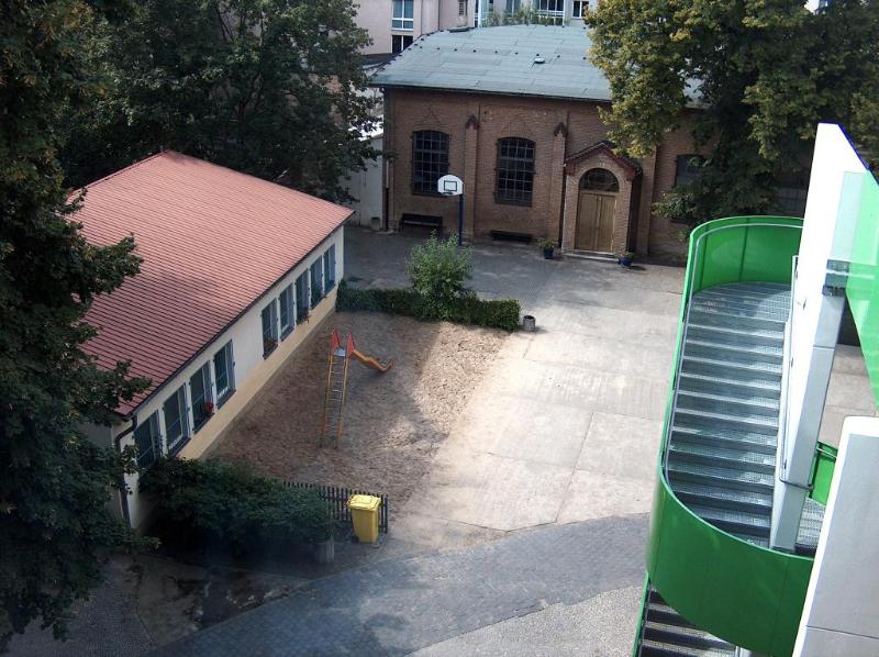Der Schulhof von oben
